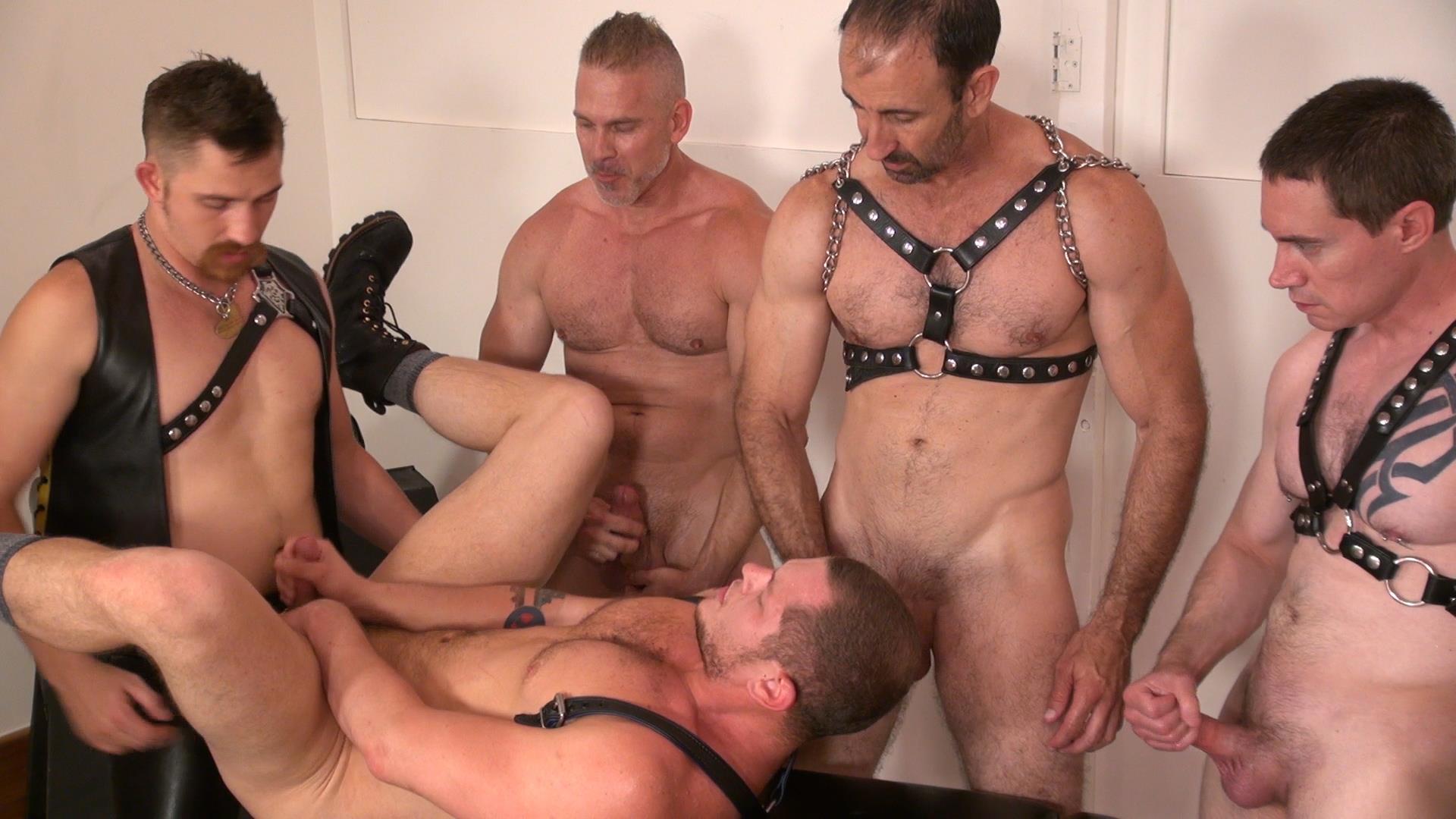 Raw-and-Rough-Jason-Mitchell-Steven-Richards-Sam-Dixon-Blue-Bailey-Dayton-OConnor-Jose-del-Toro-Bareback-Bathhouse-Amateur-Gay-Porn-10 Blue Bailey Getting Fucked Bareback By 5 Guys At A Bathhouse