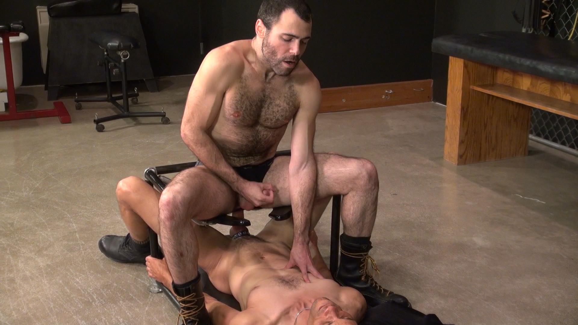 Raw-and-Rough-Dusty-Williams-and-Seth-Patrick-Barebacking-A-Stranger-at-A-Sex-Club-Hairy-Amateur-Gay-Porn-08 Barebacking A Hairy Guy At A Gay Sex Club